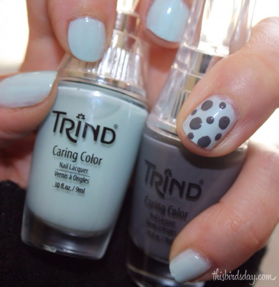 Nail art light blue and grey